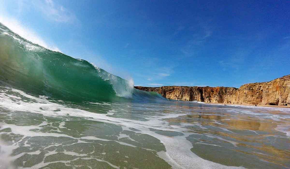perfect-surf-waves-at-praia-do-beliche
